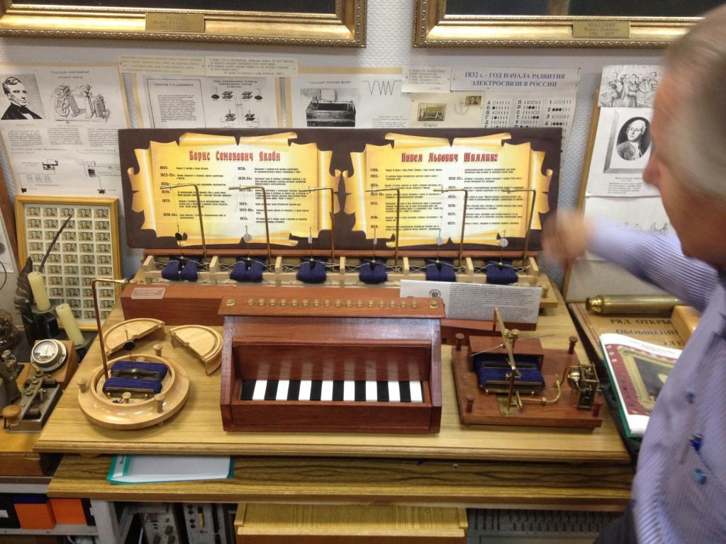 Электромагнитный шестистрелочный телеграф П. Л. Шиллинга (1829 г.)